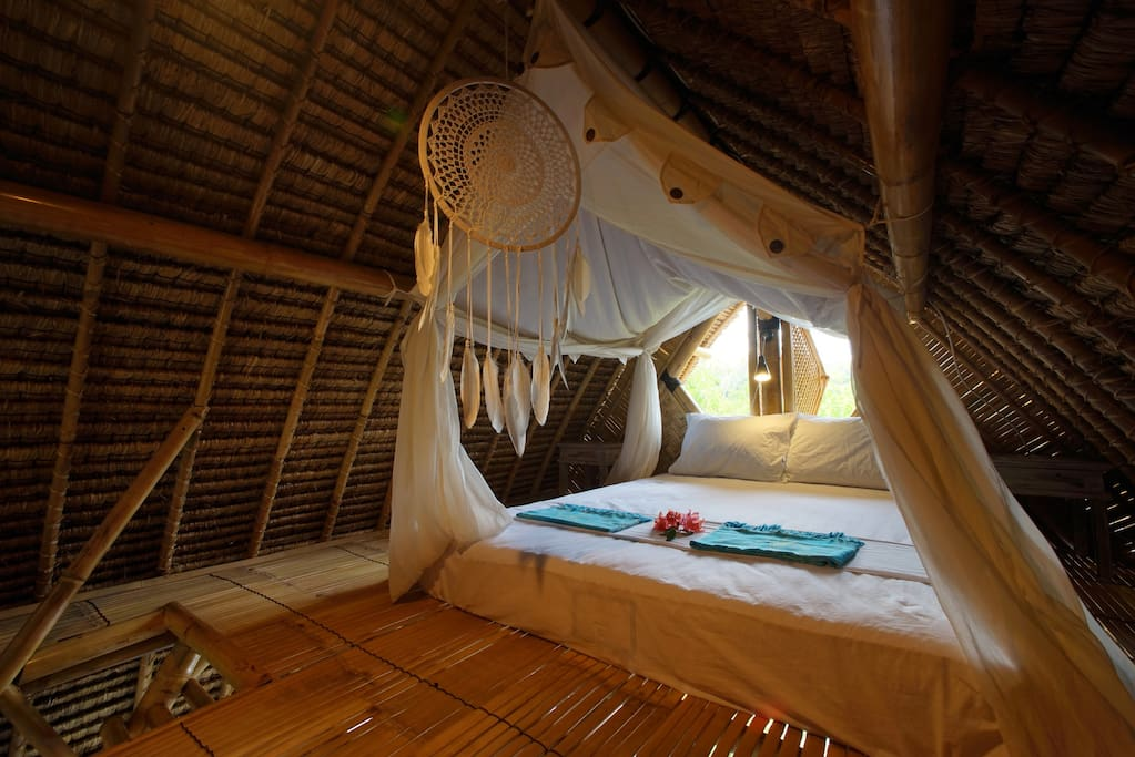 JUNGALOW BUNGALOW Bed in the cosy 3th floor