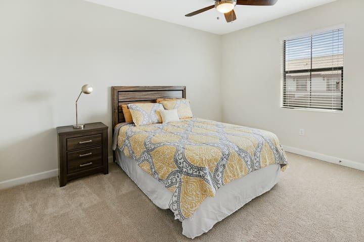 3rd bedroom with Queen bed