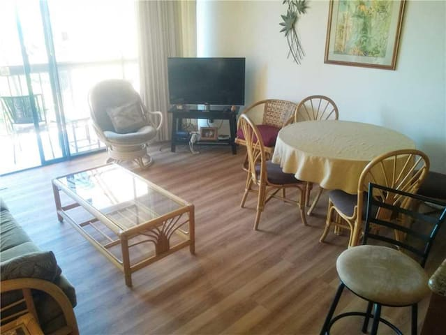 Large 2bd condo with loft and ocean views on the top floor of bldg 1 at Maui Vista #1406