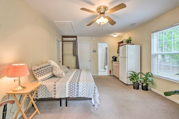 NEW! Cozy Studio w/ Yard, 6 Mi to Dwtn Beaufort!