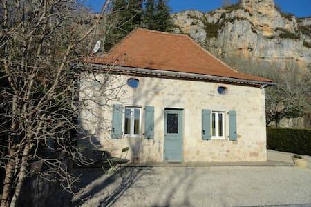 Jolie maison en pierre typique - Larnagol - ที่พักธรรมชาติ