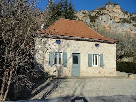 Jolie maison en pierre typique