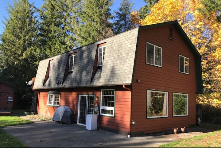 Sandy's Place-Amazing 4BR mountain home **HotTub**