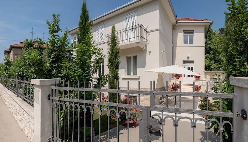 Private Rooms@Luxury Villa-Swimming pool-Split