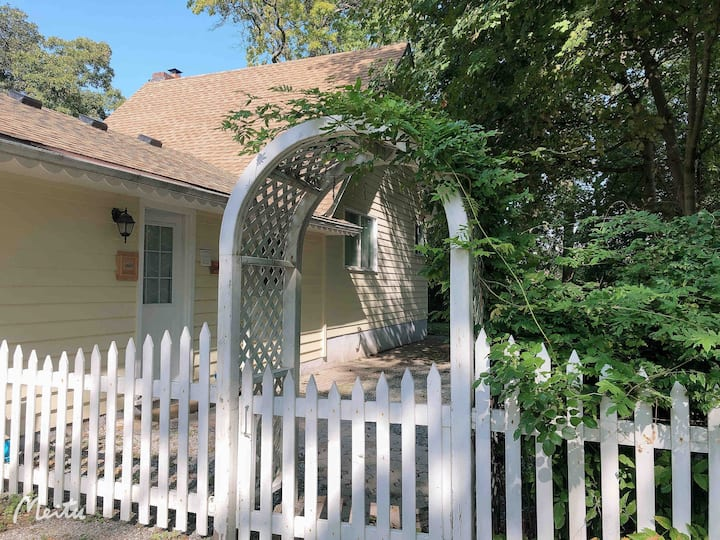 Dixie One Cottage Maple Suite with balcony