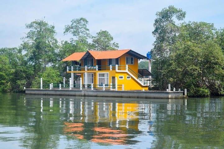 Casa en estuario de mangle cerca al mar