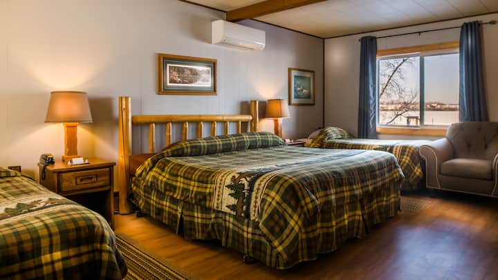 Room 12 - Loons Lair - Curriers Lakeview Lodge