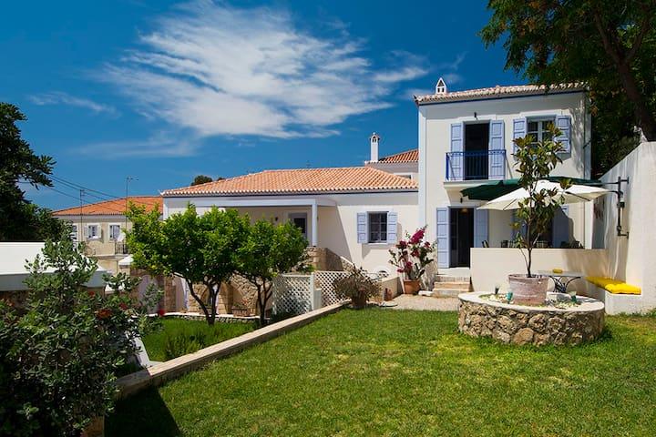Villa Aelia SPETSES: charm&convenience, 2min beach - Spetses - Villa