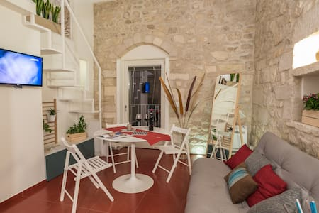 IBLA Rosso Lacca - concept room - - Ragusa - Bed & Breakfast