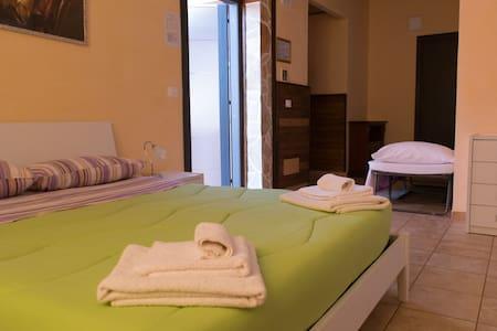 appartamento indipendente in resort con spa - Grottaglie