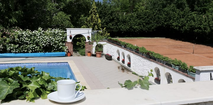 Villa with Swimming Pool and Jacuzzi