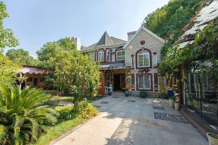 雅歌美墅 美加外校和海淀外校间 五亩庭院池塘 设计师精选进口家具 纯正美式庄园别墅