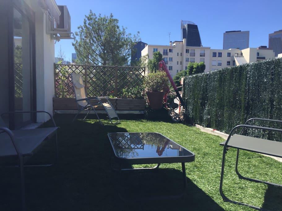 studio terrasse parking paris la d fense. Black Bedroom Furniture Sets. Home Design Ideas