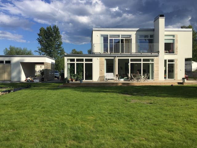 Brand new exclusive villa 100 metres from ocean - Tyresö - House