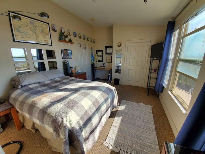 Westside Master Bedroom Suite w/ Ocean Views