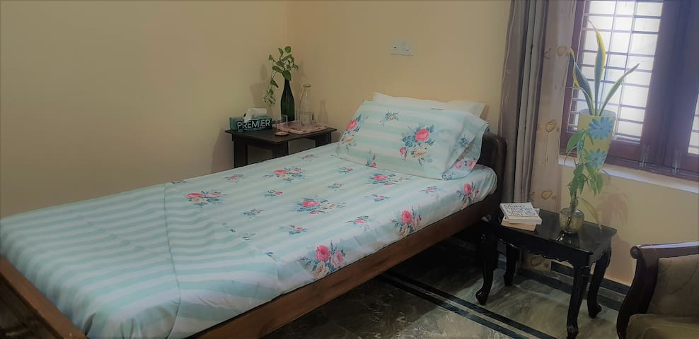 Single Bed Room★ Ground Floor