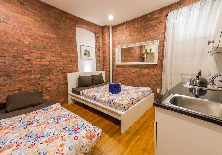 CENTERED LOCATION*9TH FLOOR*STUDIO FOR 3 PEOPLE