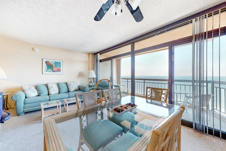 Oceanfront Getaway w/ Free WiFi, a Private Washer/Dryer, Shared Pool, & Tennis
