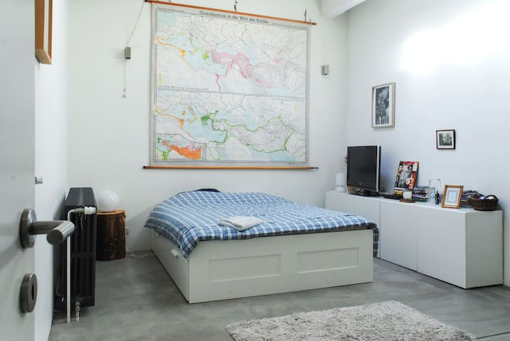 Spacious studio in the heart of Brussels - Bruxelles - Appartement en résidence