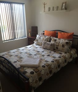 Homely villa close to city and airport! - Bayswater - Villa