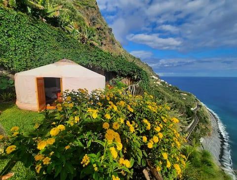 Gizli Cennette Göz Alıcı Bir Yer - Mango Yurt