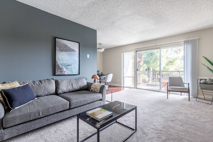 Mod Mountain View 1BR w/ Pool, Gym, nr. Facebook & Apple by Blueground