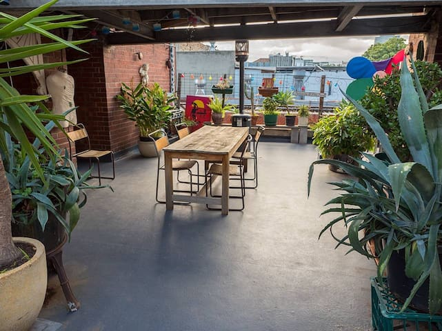 ☆ On Fitzroy Street ☆ Huge Patio | Walk Everywhere