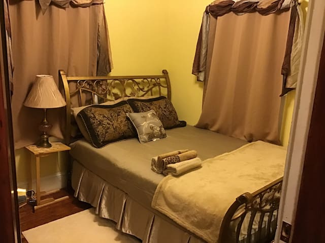 Room 3- Private Bedroom with Queen Size Bed
