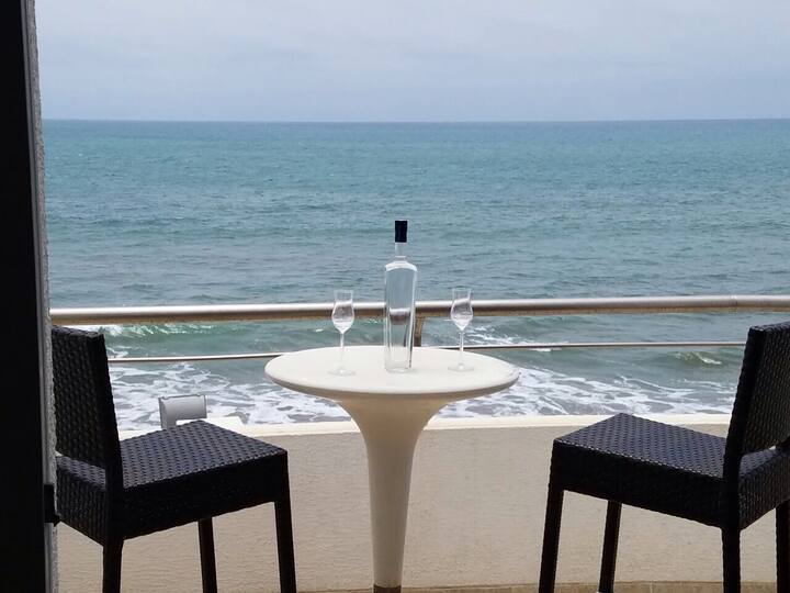 Gorgeous beach front 2 bedroom apartment