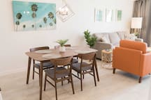 Pack a picnic for the beach or share a meal around this 4-person dining table.