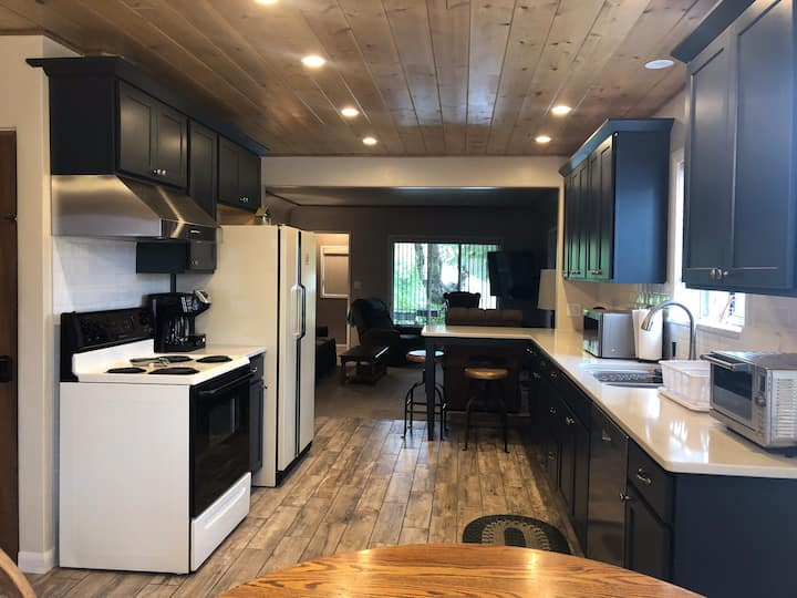 Awesome Mt Shasta retreat just steps from downtown