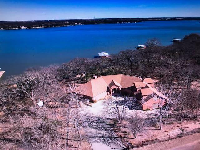 Casa del Lago, 3BR/3BA Lakefront Home on Acre+