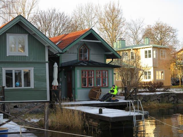 Bo på en brygga mitt i Vaxholm - Vaxholm
