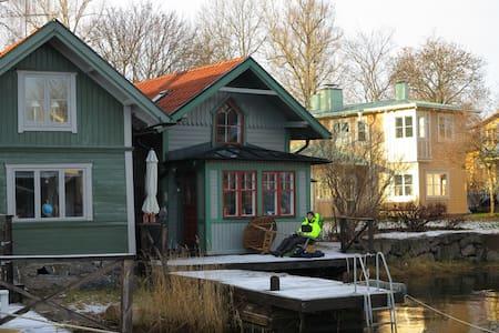 Bo på en brygga mitt i Vaxholm - Vaxholm - Casa
