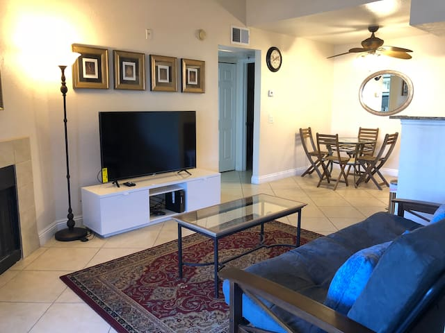 Amazing Full Strip View, 2BR/2BA, Free Parking