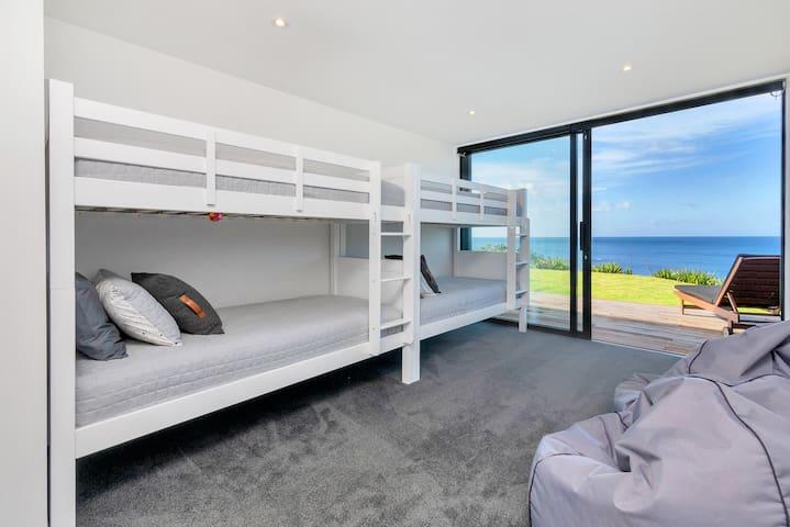 Bedroom 3 (Bunk x 4)