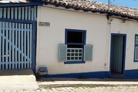 Casa azul com 1 quarto em Goiás Velho - Goiás