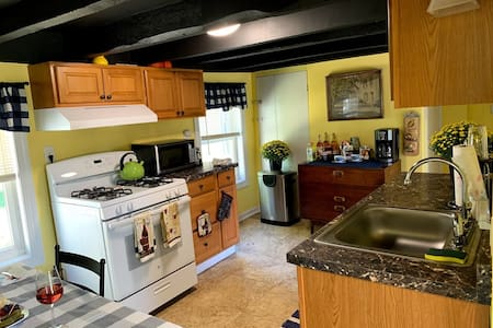 The Marcella Suite-2 Cozy & Quiet Rooms in Newtown