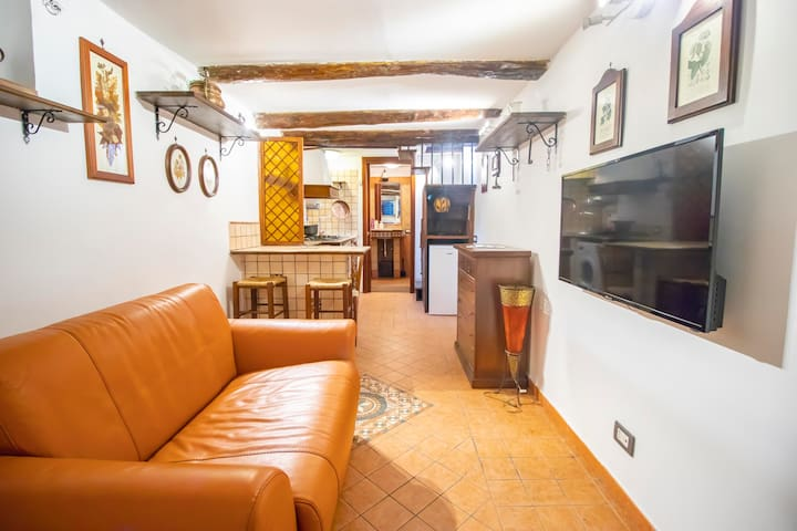 A PEACEFUL COMFY NEST IN THE HEART OF NAPLES