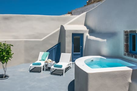 New private apartment Santorini - Pyrgos Kallistis