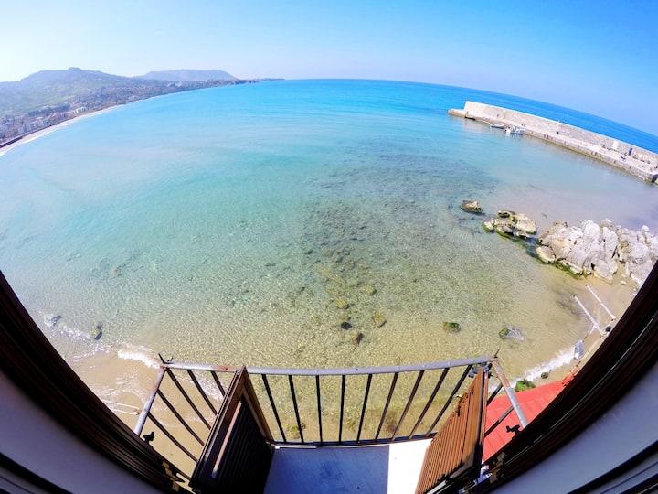 Casa Lavatoio with sea views by Wonderful Italy