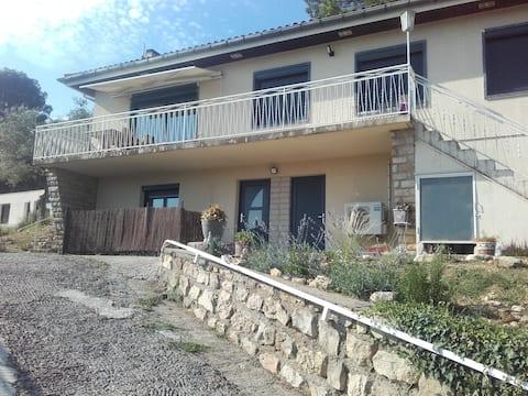 Studio indépendant avec terrasse exposée sud