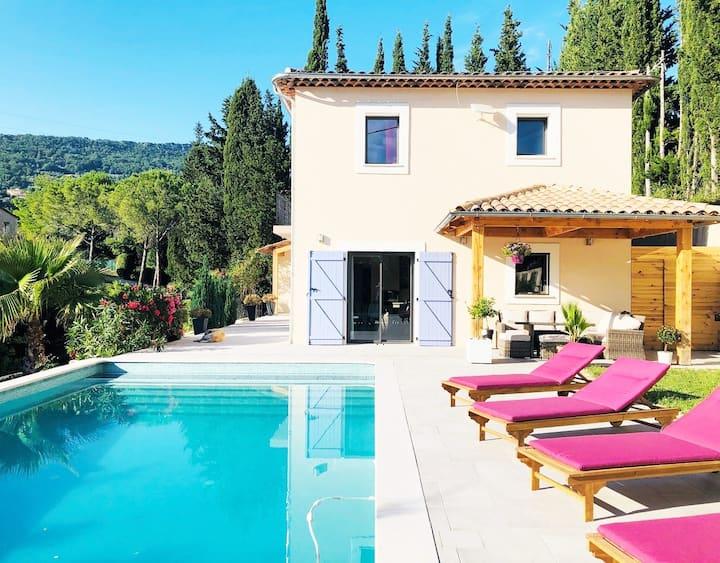 Maison à Chateauneuf de Grasse au calme, piscine