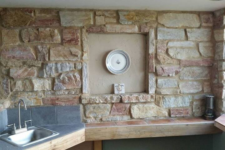 nook wall and bar sink
