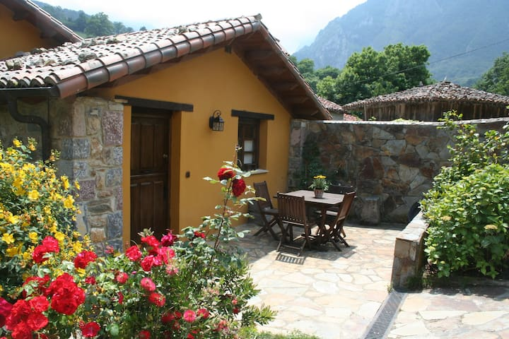 Casas rurales Valle de Bueida - Camín Real de la Mesa - Ev