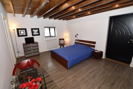 La Fattoria Chambre VENISE (entrée indépendante) - Richebourg - Guesthouse