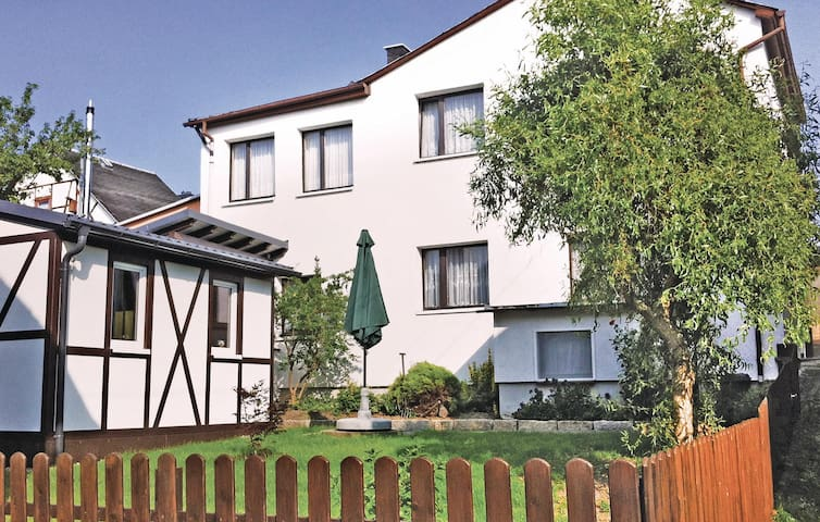 Holiday cottage with 2 bedrooms on 97 m² in Herschdorf