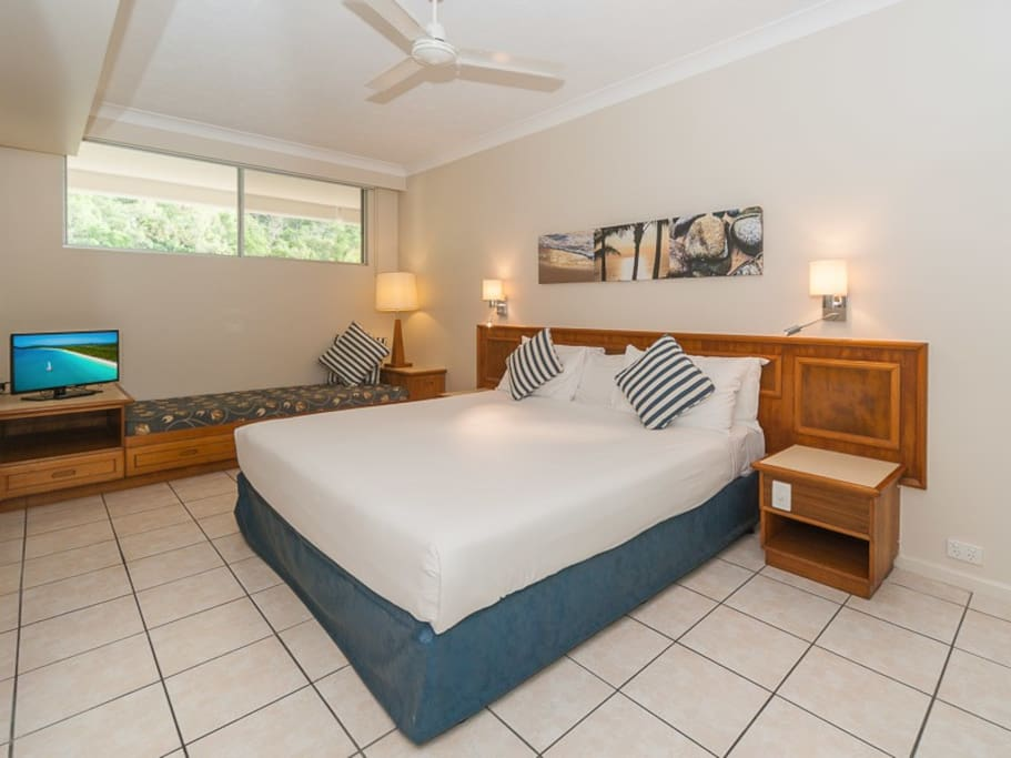 Spacious main bedroom with King-size bed and single divan.