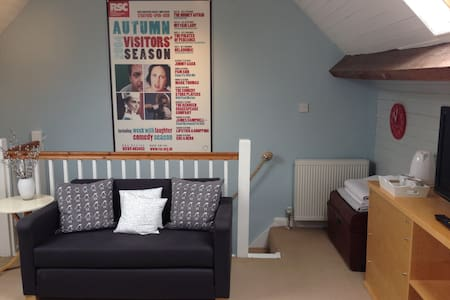 Self contained loft living...easy for Theatres - Stratford on Avon - Loft