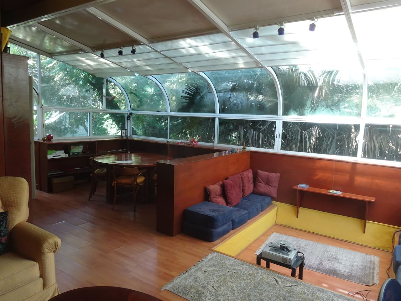 Amplia sala · Big lounge